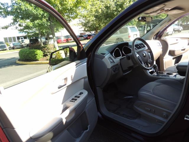 2010 Chevrolet Traverse LT ALL Wheel Drive / 8-seater / ONLY 67,000 MILES - Photo 13 - Portland, OR 97217