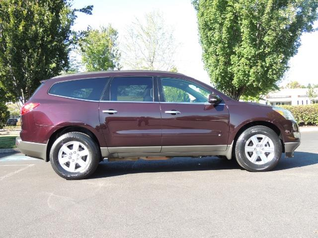 2010 Chevrolet Traverse LT ALL Wheel Drive / 8-seater / ONLY 67,000 MILES - Photo 4 - Portland, OR 97217