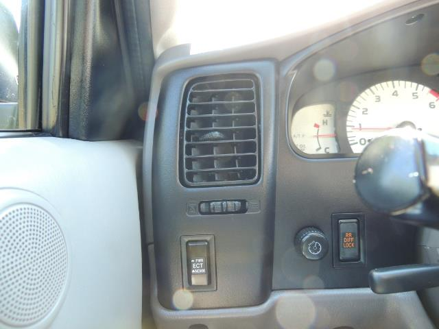 """2002 Toyota Tacoma V6 4dr Double Cab 4WD LIFTED 33 """" MUD DIF LOCKS - Photo 16 - Portland, OR 97217"""
