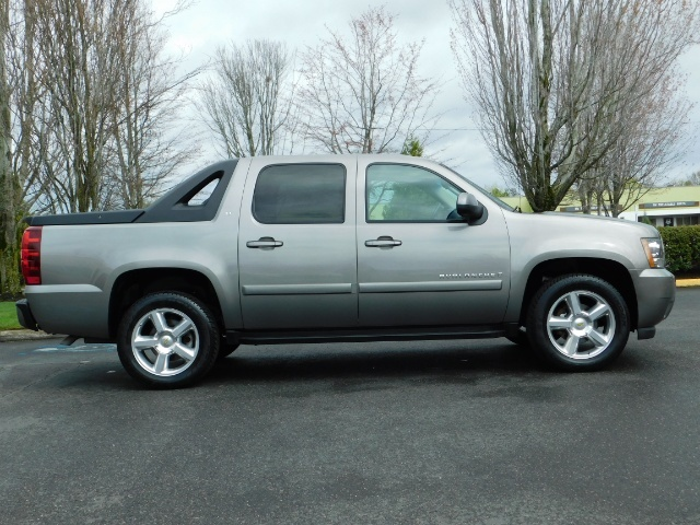 2009 Chevrolet Avalanche LT 4WD 5.3Liter Pickup LOW MILES EXCL COND - Photo 3 - Portland, OR 97217