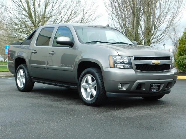 2009 Chevrolet Avalanche LT 4WD 5.3Liter Pickup LOW MILES EXCL COND - Photo 2 - Portland, OR 97217