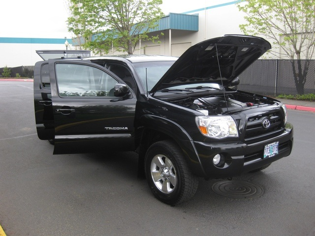 2008 Toyota Tacoma V6/ Double Cab/4WD/ Long Bed / TRD Sport - Photo 14 - Portland, OR 97217