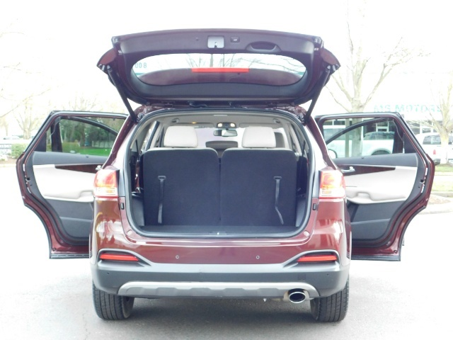 2016 Kia Sorento EX V6 / AWD / Leather/ 3RD Row Seat / 1-OWNER - Photo 28 - Portland, OR 97217
