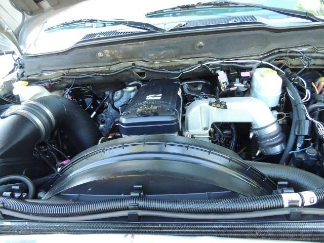 2004 Dodge Ram 3500 Laramie FLAT BED 4X4 / 5.9L Cummins DIESEL 6-SPEED - Photo 35 - Portland, OR 97217