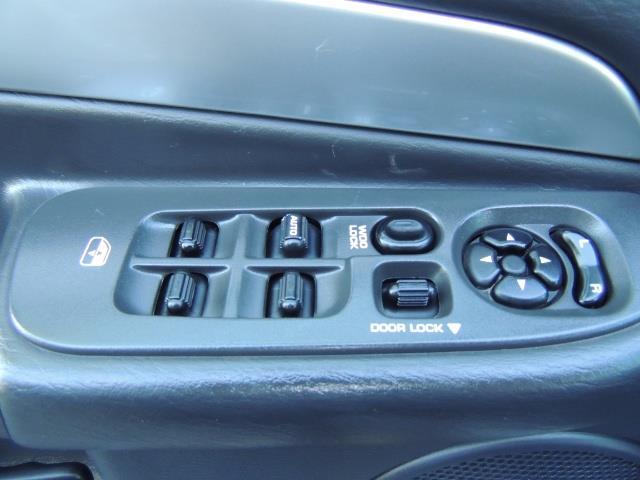 2004 Dodge Ram 3500 Laramie FLAT BED 4X4 / 5.9L Cummins DIESEL 6-SPEED - Photo 36 - Portland, OR 97217