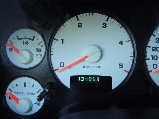 2004 Dodge Ram 3500 Laramie FLAT BED 4X4 / 5.9L Cummins DIESEL 6-SPEED - Photo 41 - Portland, OR 97217