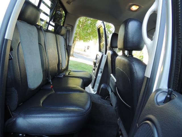 2004 Dodge Ram 3500 Laramie FLAT BED 4X4 / 5.9L Cummins DIESEL 6-SPEED - Photo 17 - Portland, OR 97217