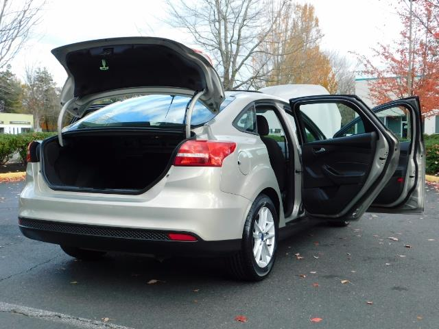 2015 Ford Focus SE / Sunroof / Backup Camera / NEW TIRES / Excel C - Photo 30 - Portland, OR 97217