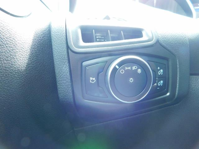 2015 Ford Focus SE / Sunroof / Backup Camera / NEW TIRES / Excel C - Photo 41 - Portland, OR 97217