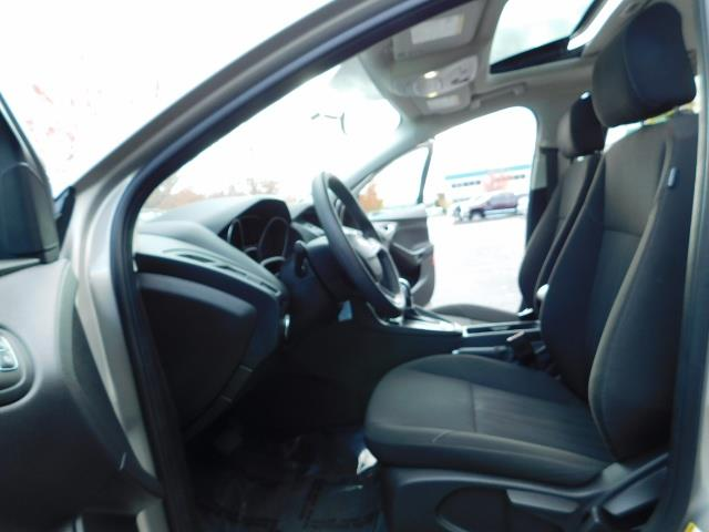 2015 Ford Focus SE / Sunroof / Backup Camera / NEW TIRES / Excel C - Photo 14 - Portland, OR 97217