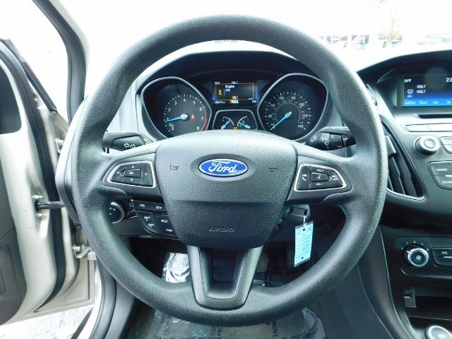 2015 Ford Focus SE / Sunroof / Backup Camera / NEW TIRES / Excel C - Photo 19 - Portland, OR 97217