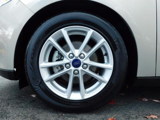 2015 Ford Focus SE / Sunroof / Backup Camera / NEW TIRES / Excel C - Photo 23 - Portland, OR 97217