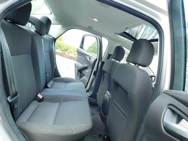 2015 Ford Focus SE / Sunroof / Backup Camera / NEW TIRES / Excel C - Photo 16 - Portland, OR 97217