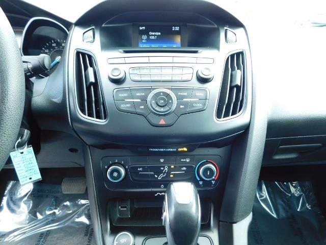2015 Ford Focus SE / Sunroof / Backup Camera / NEW TIRES / Excel C - Photo 20 - Portland, OR 97217