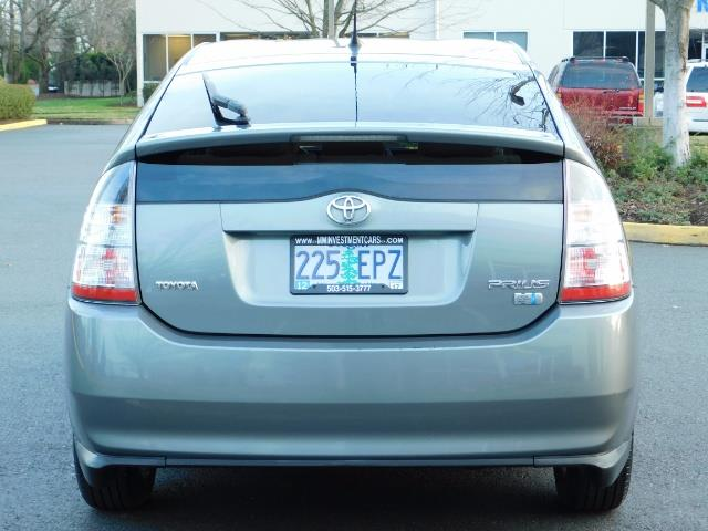 2005 Toyota Prius Hatchback HYBRID / NEW TIRES / 1-OWNER - Photo 6 - Portland, OR 97217