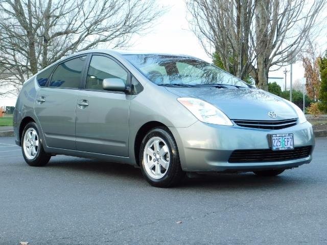 2005 Toyota Prius Hatchback HYBRID / NEW TIRES / 1-OWNER - Photo 2 - Portland, OR 97217