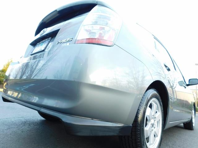2005 Toyota Prius Hatchback HYBRID / NEW TIRES / 1-OWNER - Photo 12 - Portland, OR 97217