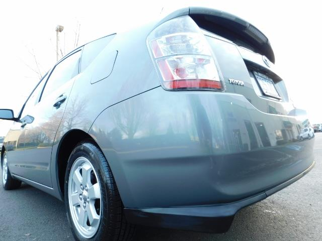 2005 Toyota Prius Hatchback HYBRID / NEW TIRES / 1-OWNER - Photo 11 - Portland, OR 97217