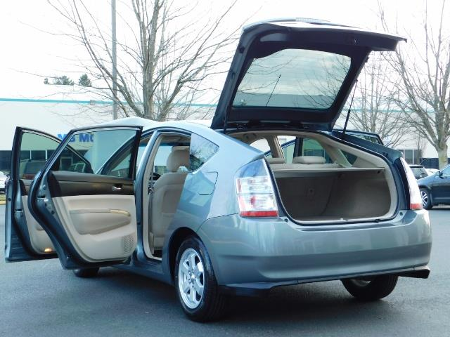 2005 Toyota Prius Hatchback HYBRID / NEW TIRES / 1-OWNER - Photo 26 - Portland, OR 97217