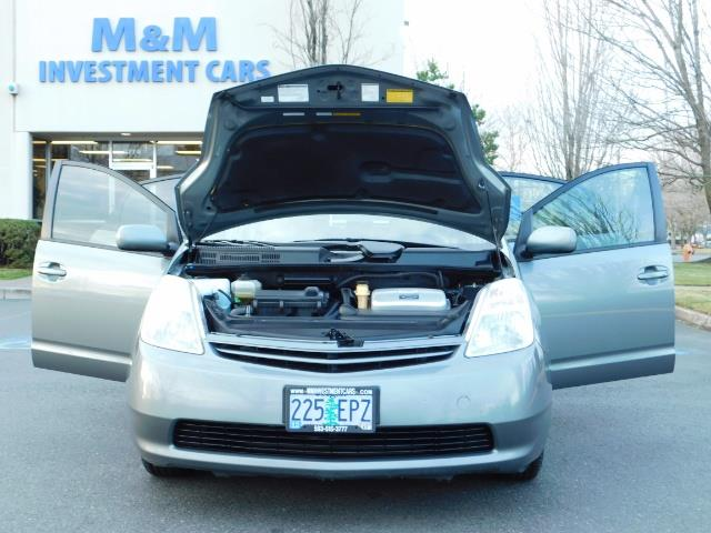 2005 Toyota Prius Hatchback HYBRID / NEW TIRES / 1-OWNER - Photo 30 - Portland, OR 97217