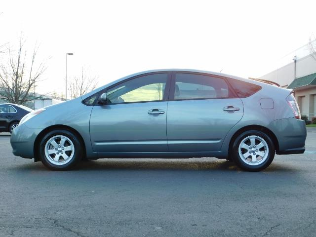 2005 Toyota Prius Hatchback HYBRID / NEW TIRES / 1-OWNER - Photo 3 - Portland, OR 97217
