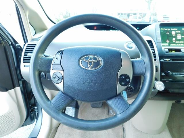 2005 Toyota Prius Hatchback HYBRID / NEW TIRES / 1-OWNER - Photo 35 - Portland, OR 97217