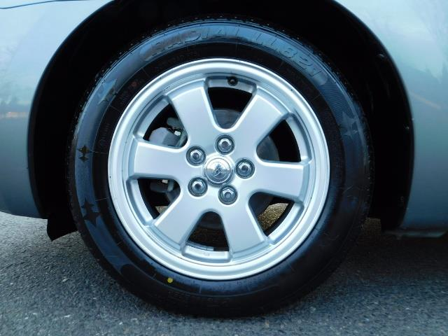 2005 Toyota Prius Hatchback HYBRID / NEW TIRES / 1-OWNER - Photo 37 - Portland, OR 97217