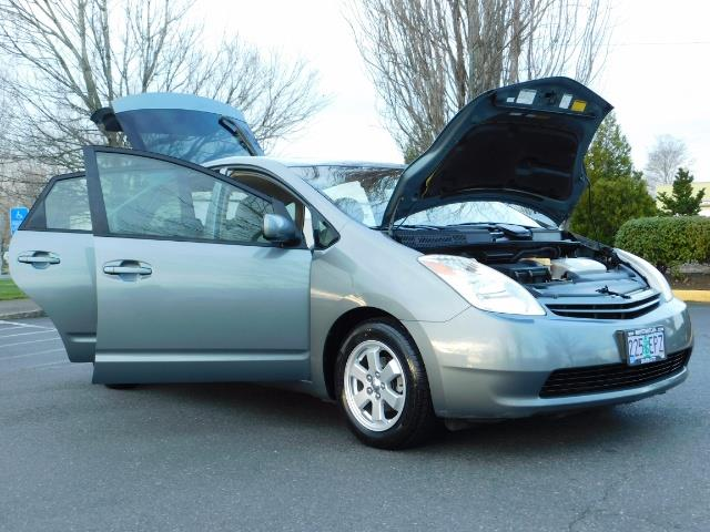 2005 Toyota Prius Hatchback HYBRID / NEW TIRES / 1-OWNER - Photo 29 - Portland, OR 97217