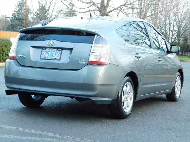 2005 Toyota Prius Hatchback HYBRID / NEW TIRES / 1-OWNER - Photo 8 - Portland, OR 97217
