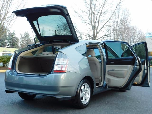 2005 Toyota Prius Hatchback HYBRID / NEW TIRES / 1-OWNER - Photo 28 - Portland, OR 97217