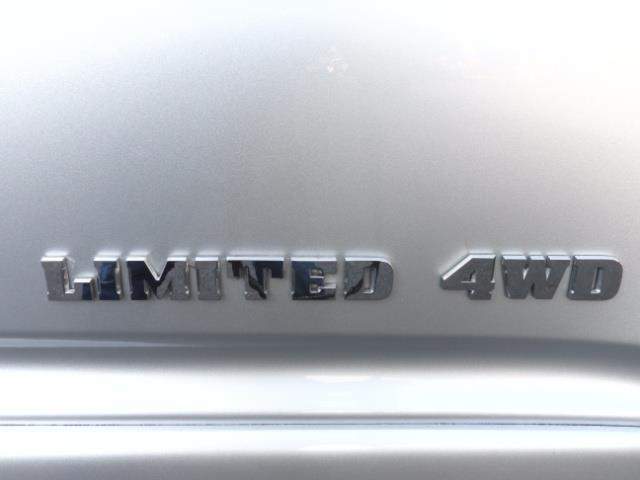2004 Toyota 4Runner LIMITED Edition 4WD / V8 4.7L / DIFF LOCK / LIFTED - Photo 34 - Portland, OR 97217