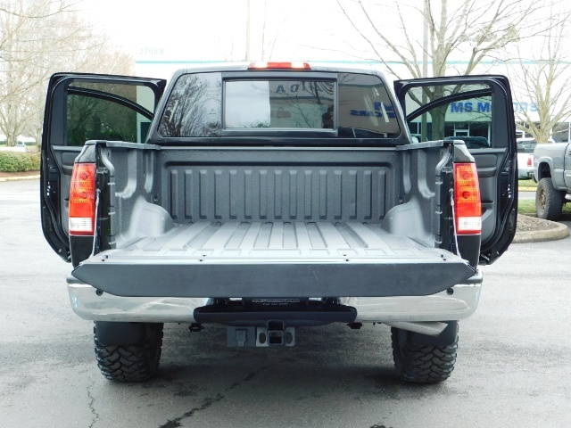 2015 Nissan Titan SV 4Dr Crew Cab / 4WD / Navigation /ONLY 32K MILES - Photo 22 - Portland, OR 97217