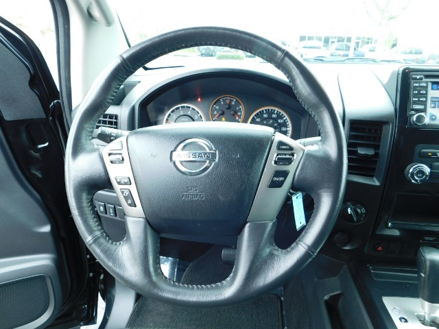 2015 Nissan Titan SV 4Dr Crew Cab / 4WD / Navigation /ONLY 32K MILES - Photo 38 - Portland, OR 97217
