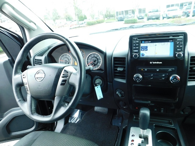 2015 Nissan Titan SV 4Dr Crew Cab / 4WD / Navigation /ONLY 32K MILES - Photo 18 - Portland, OR 97217