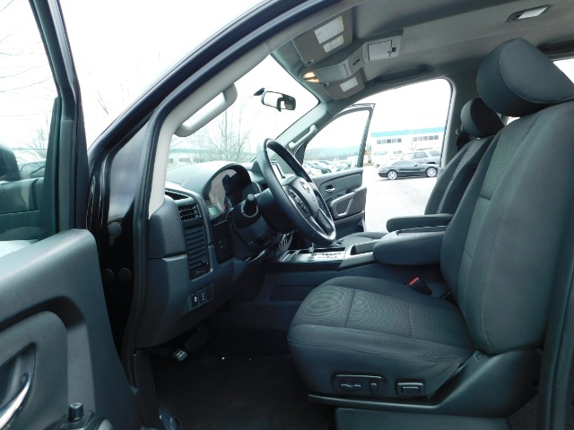 2015 Nissan Titan SV 4Dr Crew Cab / 4WD / Navigation /ONLY 32K MILES - Photo 14 - Portland, OR 97217
