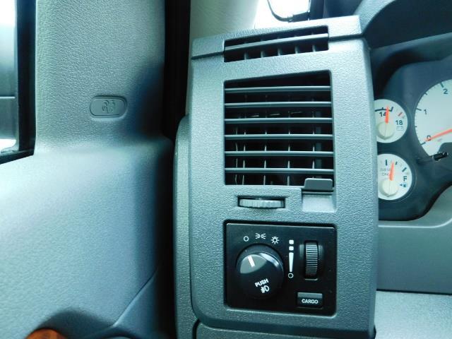 2006 Dodge Ram 2500 SLT SLT 4dr Mega Cab / 4X4 / 5.9L DIESEL CUMMINS - Photo 40 - Portland, OR 97217