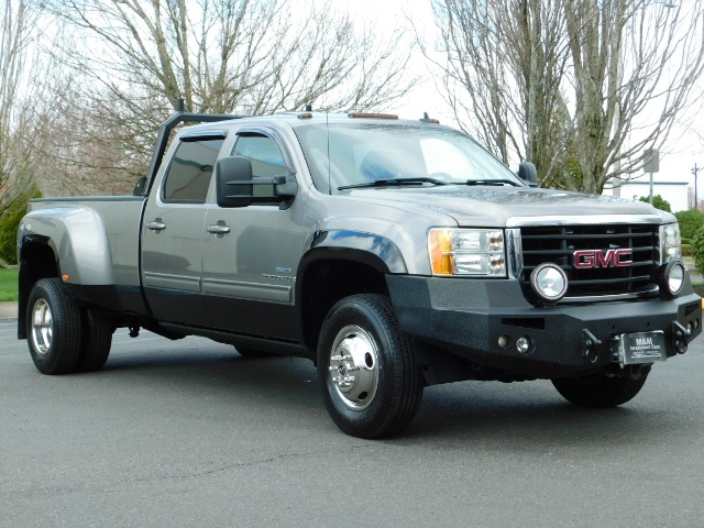 2009 GMC Sierra 3500 SLT / Dually / 6.6L Duramax Diesel / 1-OWNER - Photo 2 - Portland, OR 97217