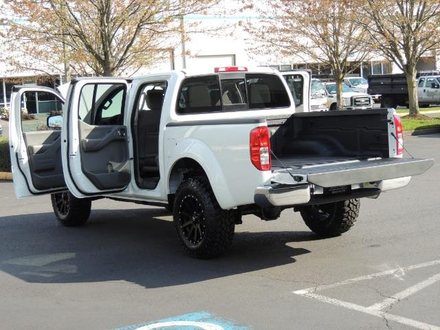 2016 Nissan Frontier SV / 4X4 / Crew Cab / 6Cyl / LIFTED LIFTED - Photo 27 - Portland, OR 97217