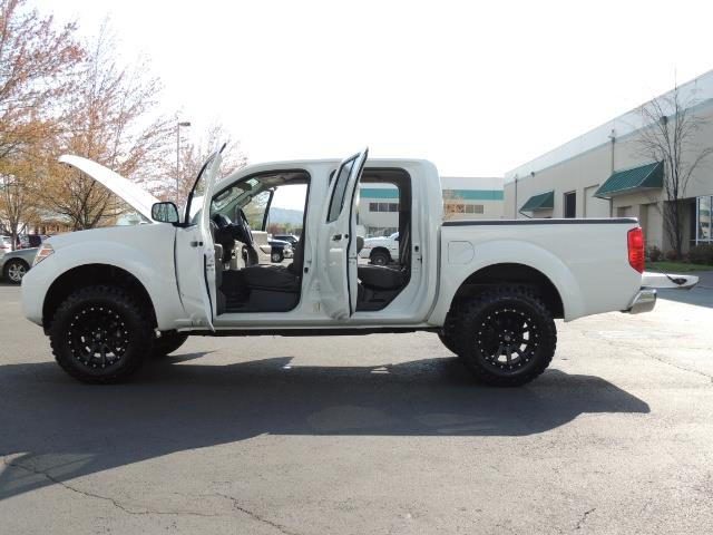 2016 Nissan Frontier SV / 4X4 / Crew Cab / 6Cyl / LIFTED LIFTED - Photo 26 - Portland, OR 97217