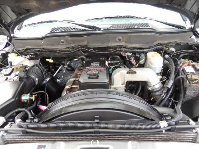 2006 Dodge Ram 2500 SLT 4dr Mega Cab / 4X4 / 5.9L DIESEL / FLAT BED - Photo 31 - Portland, OR 97217