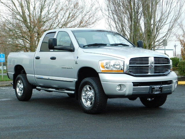 2006 Dodge Ram 2500 Laramie / 4X4 / 5.9L Cummins / 1-OWNER / LEATHER - Photo 2 - Portland, OR 97217