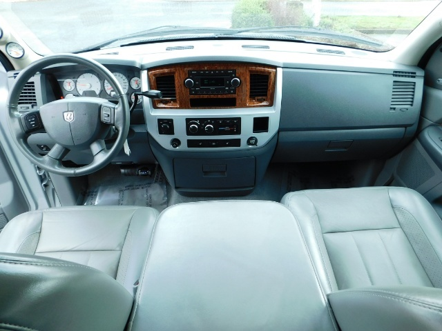2006 Dodge Ram 2500 Laramie / 4X4 / 5.9L Cummins / 1-OWNER / LEATHER - Photo 19 - Portland, OR 97217