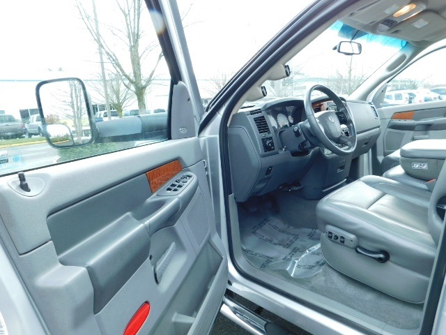 2006 Dodge Ram 2500 Laramie / 4X4 / 5.9L Cummins / 1-OWNER / LEATHER - Photo 13 - Portland, OR 97217