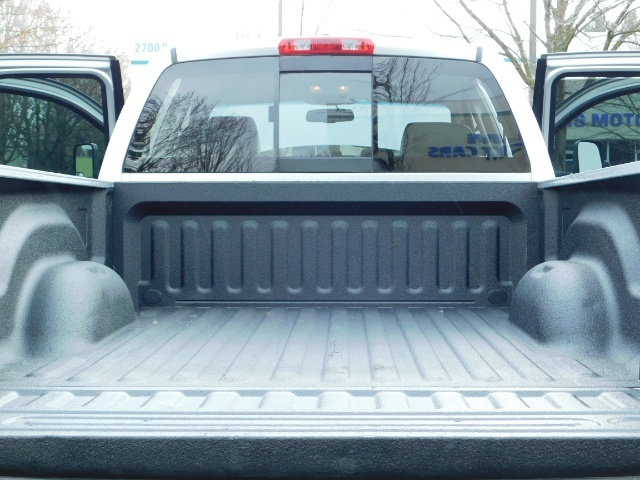 2006 Dodge Ram 2500 Laramie / 4X4 / 5.9L Cummins / 1-OWNER / LEATHER - Photo 22 - Portland, OR 97217