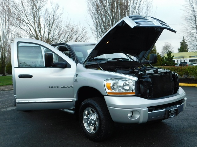 2006 Dodge Ram 2500 Laramie / 4X4 / 5.9L Cummins / 1-OWNER / LEATHER - Photo 30 - Portland, OR 97217