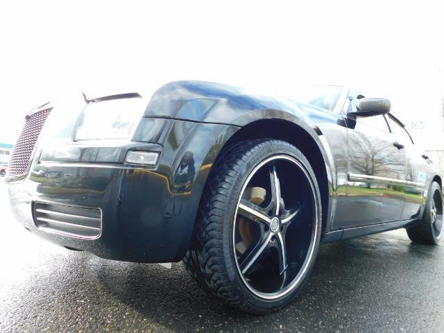 "2007 Chrysler 300 Series Sedan / V6 2.7 L / 2-tone BLACK-SILVER / 22 "" RIMS - Photo 9 - Portland, OR 97217"