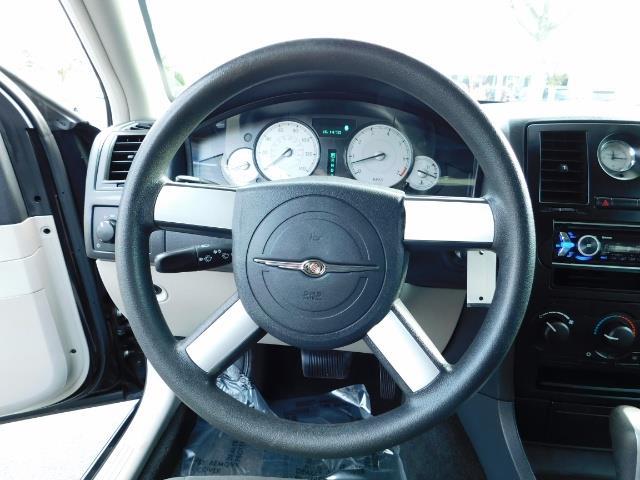 "2007 Chrysler 300 Series Sedan / V6 2.7 L / 2-tone BLACK-SILVER / 22 "" RIMS - Photo 36 - Portland, OR 97217"