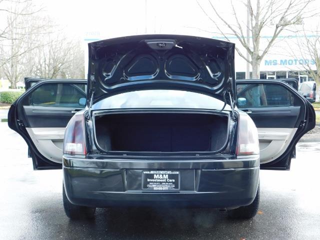 "2007 Chrysler 300 Series Sedan / V6 2.7 L / 2-tone BLACK-SILVER / 22 "" RIMS - Photo 21 - Portland, OR 97217"