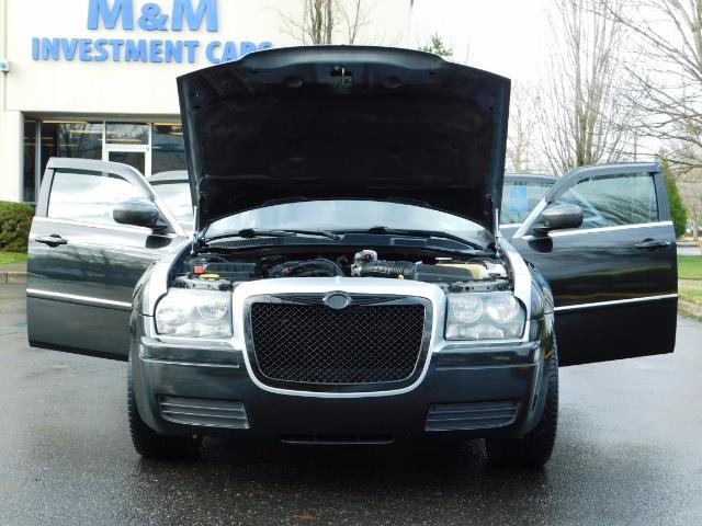 "2007 Chrysler 300 Series Sedan / V6 2.7 L / 2-tone BLACK-SILVER / 22 "" RIMS - Photo 29 - Portland, OR 97217"