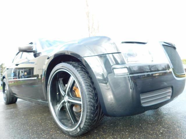 "2007 Chrysler 300 Series Sedan / V6 2.7 L / 2-tone BLACK-SILVER / 22 "" RIMS - Photo 10 - Portland, OR 97217"